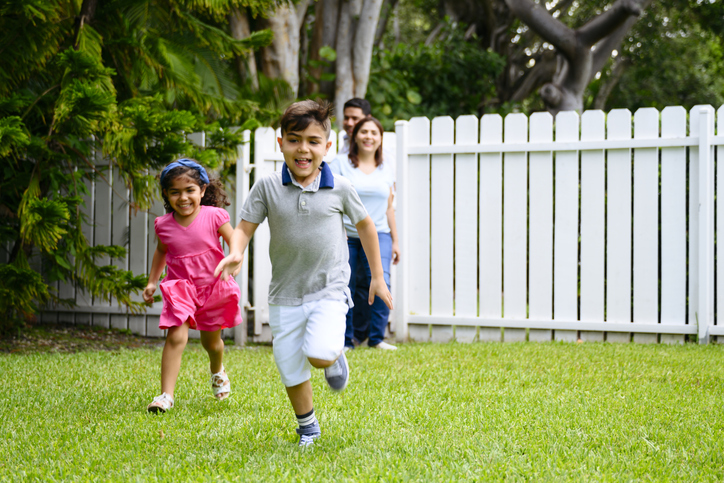 Best Fence Types for Family & Kids & Pets